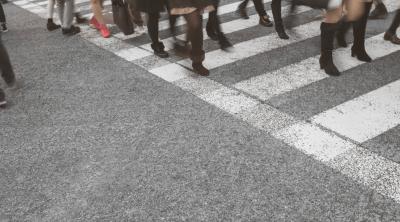 歩行者も信号無視はダメですよ!交差点での信号表示の基本中の基本
