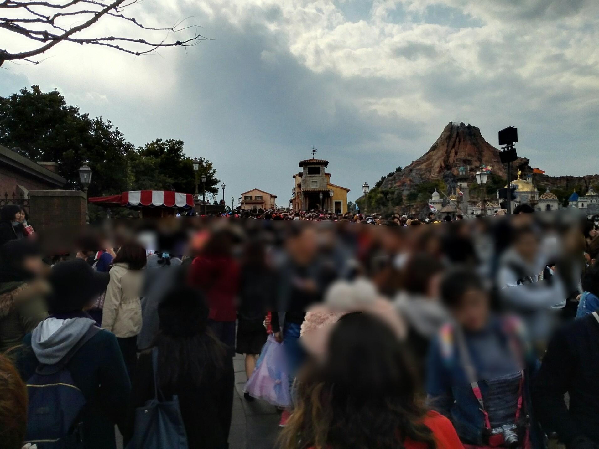 3月は平日でも大混雑?東京ディズニーリゾートが混む時期