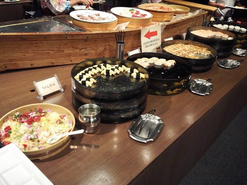 アナゴの握り サーモンの握り 玉子の握り ちらし寿司
